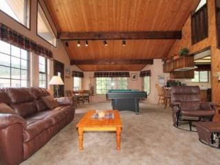 Clyde`s Chalet: Spa, Pool Table, Ski Resort Views, Big Bear Lake