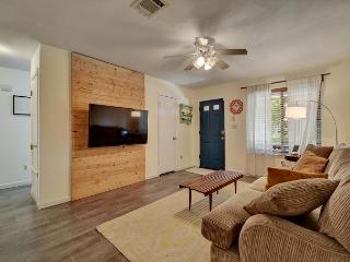 3BR Contemporary House Near Downtown and Lady Bird Lake, Sleeps 6, Austin