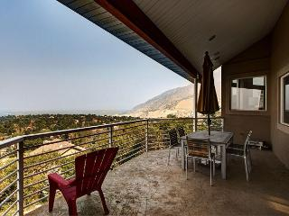 5BR/3.5BA Executive Home with Miles of Valley Views, Sleeps 10, Cottonwood Heights