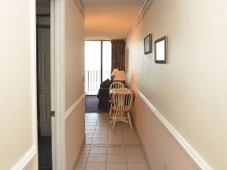 2 BEDROOM OCEAN FRONT CONDO NEAR MYRTLE BEACH, SC, Garden City Beach
