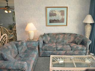 SPACIOUS 3 BEDROOM CONDO TO STRETCH YOUR LEGS, Garden City Beach