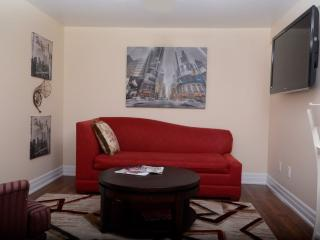 Luxurious and Warm 3 Bedroom Apartment, Toronto