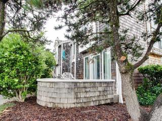 Delightful dog-friendly home w/ patio - close beach access!, Cannon Beach