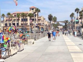Fun & Sun in Downtown HB