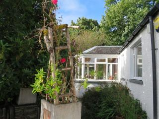 Secluded pet friendly cottage on Seil, log fire., Oban