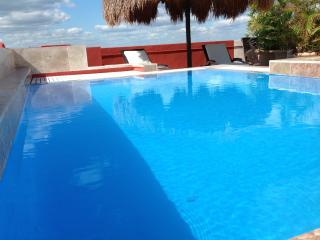 Great Location 3 room Apartment #2, Playa del Carmen