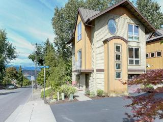 Colorful and spacious, three story home w/ gourmet kitchen - walk to downtown, Hood River