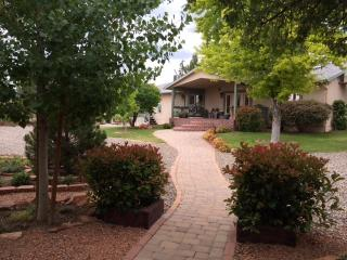 Kapila Gardens One Bedroom Apartment Sleeps 4, Cottonwood