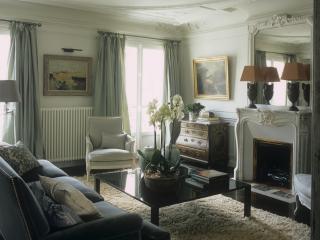 Luxurious St. Germain Flat, Designer Renovated, París