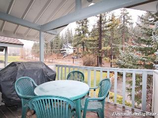 Bear Meadows Retreat: Walk to Bear Mountain! Wifi!, Big Bear Lake