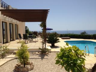 Villa Panorama: Pool, views, wifi, comfort for six, Pafos