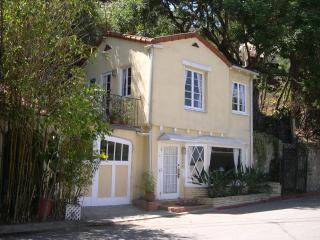 Charming Hollywood Hills Cottage w/View, Pets OK