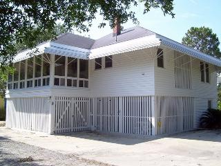 9 Shirley Road - Classic Tybee Beach House - Close to the Beach!, Tybee Island