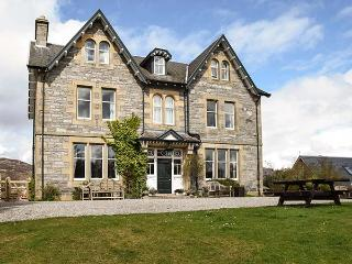 SUIDHE LODGE, impressive property for groups, open fires, hot tub in Kincraig Re