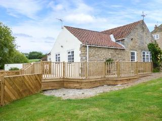 PRIMROSE COTTAGE, ground floor barn conversion, parking, decked patio, in Malton