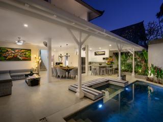 Bali Villas Rus - 4 Bedroom Brand New Cute Villa, Seminyak