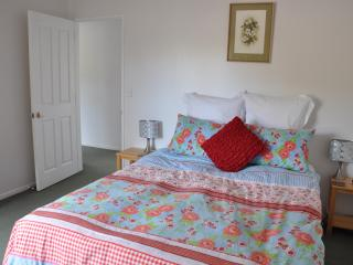 Okura River Estate B&B-Queen Bedroom (2)