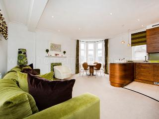 State-of-the-art & Stylish apartment- Central London