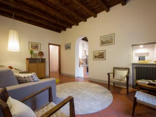 900 sq ft APARTMENT HISTORIC CENTRE FLORENCE ITALY
