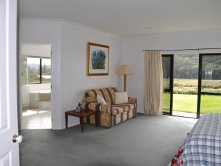 Okura River Estate B&B-Spa Room, Auckland