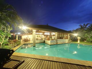 Senyum, Traditional 4 Bedroom Villa, Cliff Views, Jimbaran