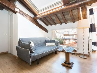 ROME CENTER TREVI FOUNTAIN COZY APARTMENT WITH TERRACE WI FI/AC, Rome