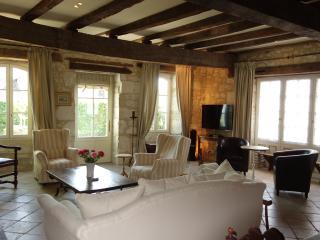 Issigeac - Maison de la Paix - 13th century medieval villa.