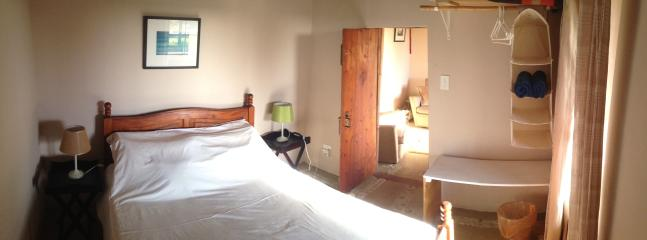 Downstairs Cottage: bedroom with double bed