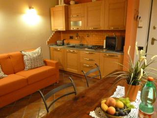 """CASA OREFICI""   APARTMENT FRONT AQUARIUM !  alls is new and  option parking !!, Genua"