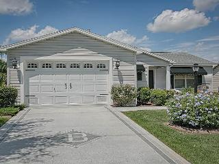 5 minutes to Lake Sumter Landing in Amelia. Complimentary gas golf cart, The Villages