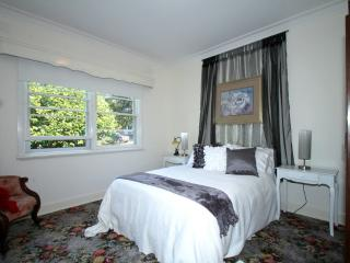 BIRCHES COUNTRY HOUSE, Leongatha