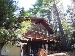 Fabulous Crown Ridge Chalet in the Pines, North Conway