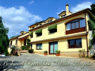 """B&B - Casa Vacanze """" Villa Angela"""", Piazza Armerina"""