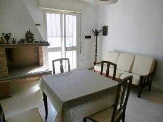 Appartamento centro paese a 100 mt. dal Porto