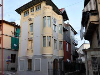 Art deco house by the PO river, San Mauro Torinese