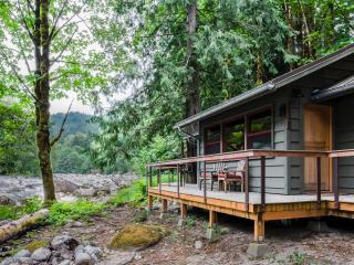 Your Skykomish River Retreat