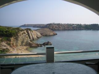 White Sands Best Location apartment in front beach, Arenal d'en Castell