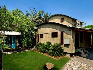 The Wave House - 3 Bedroom House & Studio, Byron Bay