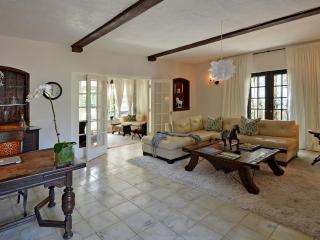 Delightful 3 Bedroom House in Miami Beach