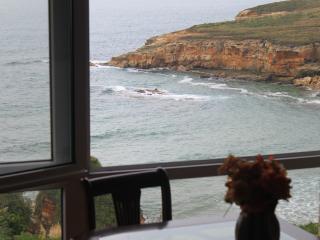 Apartamento en la playa con jardín . WIFI gratis., Galizano