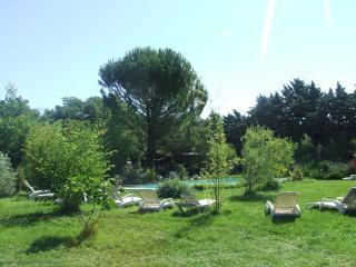 gite lepimayon  t2 meubles en campagne avec piscine