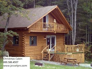 Log cabin getaway the heart of the white mountains, Jefferson