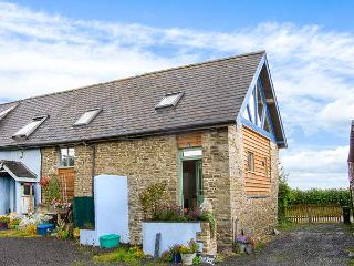 BLUE BARN COTTAGE, pet-friendly romantic retreat in Churchstoke, Ref 22797