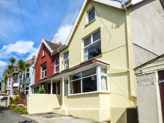 GWYLAN MAISONETTE, WiFi, great location for touring, in Tenby, Ref. 920011