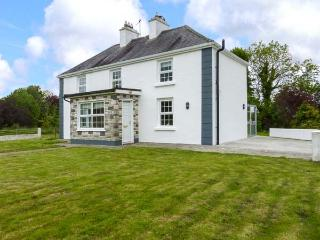 HEANEY'S COTTAGE, detached farmhouse near the border of Mayo and Galway, open fi