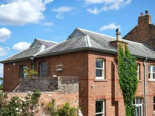 RIVER VIEW APARTMENT, private roof terrace, access to garden, WiFi, pet-friendly
