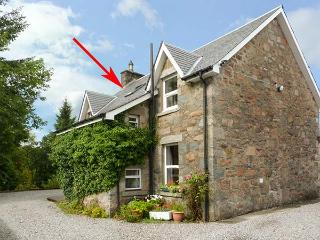 THE KNOWE UPPER, all first floor, electric fire, off road parking, shared garden, in Taynuilt, Ref. 927114