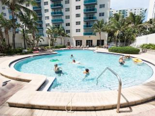 Sian 1bed/1.5bath beach front condo, Hollywood