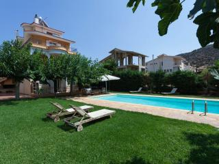Fabulous Villa Anavyssos swimming Pool