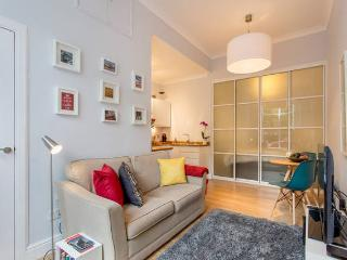 Top Rated, Bright & Warm Studio Flat @ City Centre, Edimburgo
